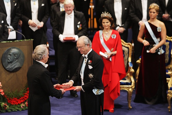 Capecchi being awarded the Nobel prize